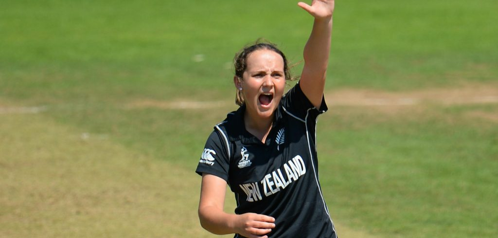 Amelia Kerr appeals for a wicket. ©ICC