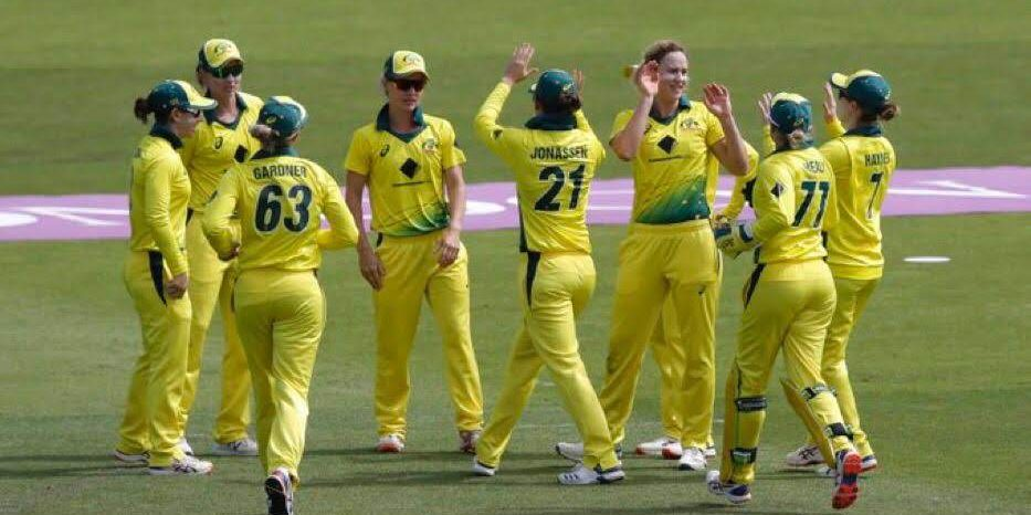 Australia celebrate a wicket. © Getty Images