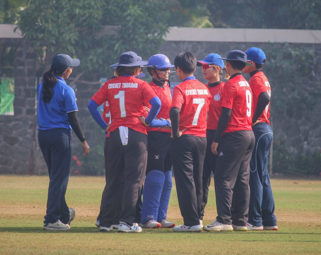 The talk in Thailand's team huddle is about 'getting the job done.' © Women's CricZone