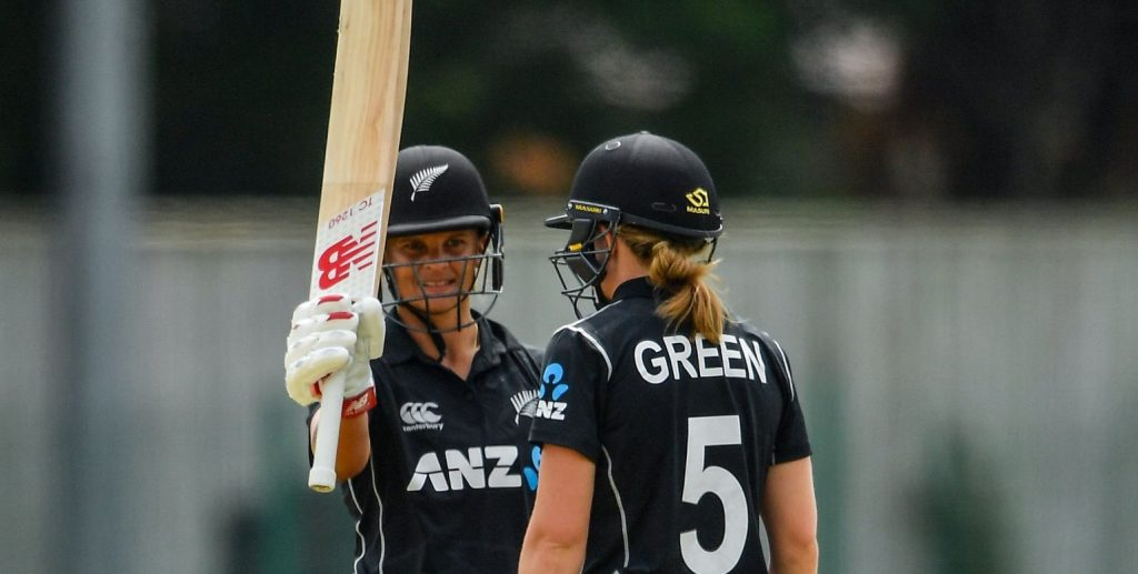 Suzie Bates and Maddy Green took Ireland to the cleaners. © Getty Images