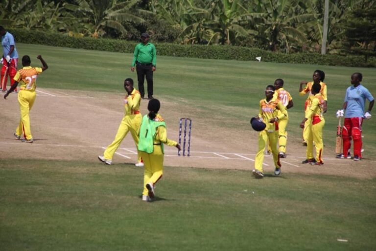 Uganda in the field against Mali. © Cricket Uganda