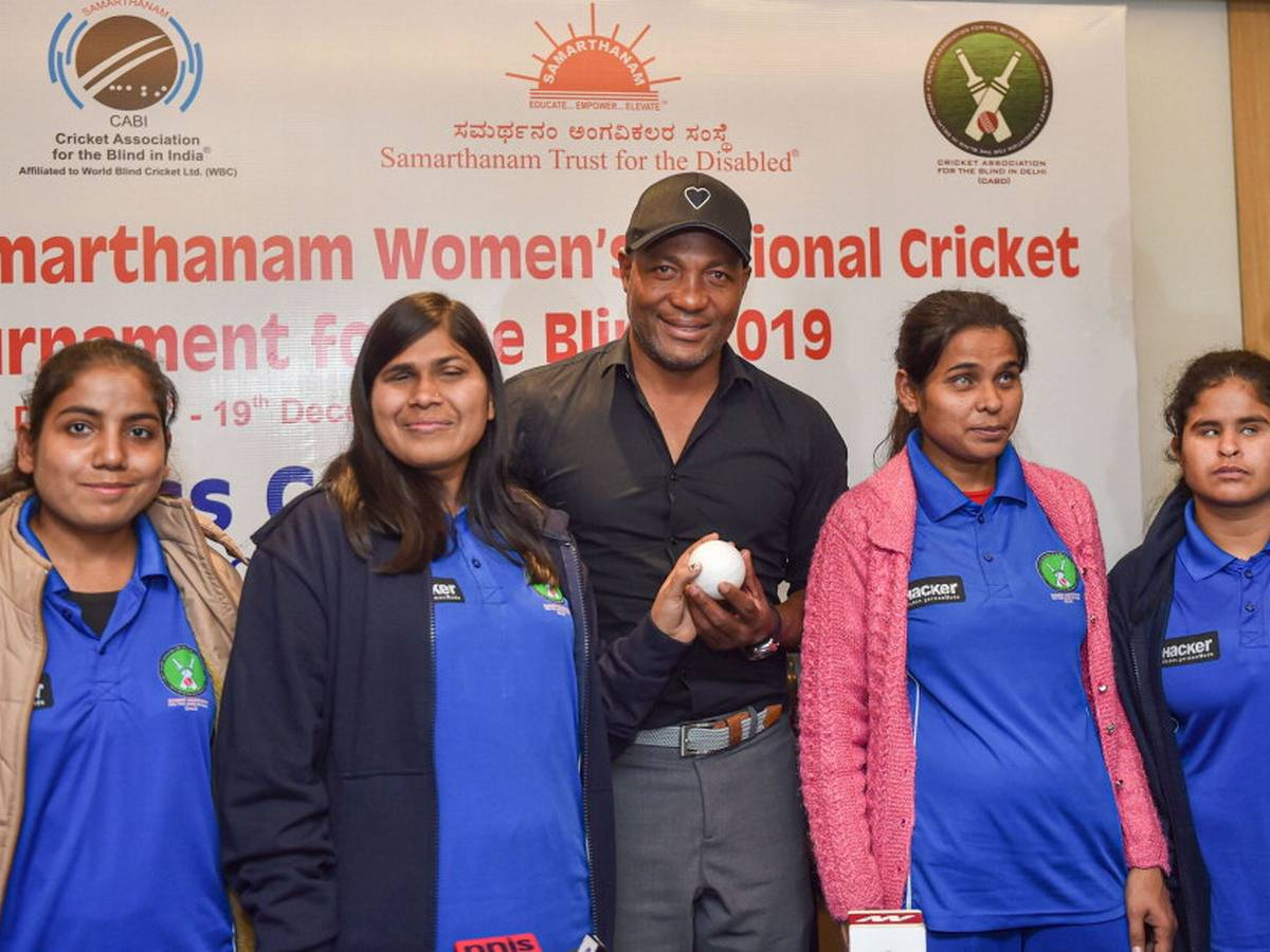 Legendary West Indies cricketer Brian Lara with (l-r) Aarti Dube, Ankitha Singh (Captain), Ayushi and Pooja of Delhi during the launch of first-ever Women's National Cricket Tournament for the Blind in New Delhi last year. © Sportstar